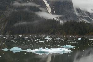 landschap bij tracy arm fjorden in alaska, verenigde staten foto