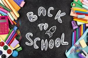 terug naar school achtergrond met school levert achtergrond foto