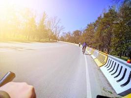 fietstocht op zonnige dag foto
