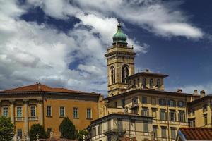 bergamo, Italië. 2021 - zicht op de skyline van Citta Alta foto