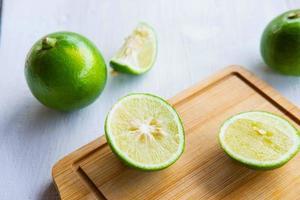 verse citroen in plakjes foto