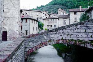 oude gedeelte van het dorp gubbio foto