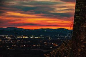 zonsondergang in assisi foto