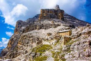 toppen van de dolomieten van cortina d'ampezzo in belluno, veneto, italië foto