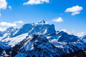 toppen van de dolomieten in de winter foto