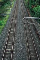 treinspoorbaan in het station foto