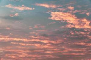 kopieer ruimte zomer schemering hemel en wolk met lichte gloed van de zon foto
