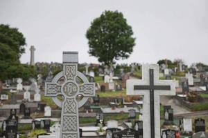 kruisen en cementery in bantry west cork, ierland foto