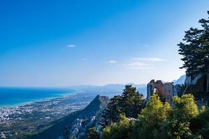 uitzicht vanaf het kasteel van saint hilarion kyrenia cyprus foto