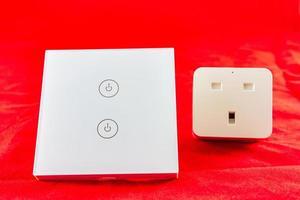 slimme wifi-schakelaar met ondersteuning voor bediening via mobiele telefoontoepassing foto