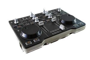 draagbare dj-controlemixer op witte achtergrond foto