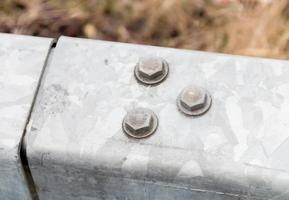 drie aluminium moeren foto