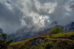 het weer verandert in de alpen foto