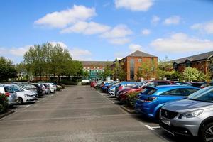kantoor en parkeerplaats foto