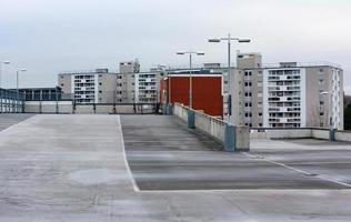 betonnen parkeerplaats foto