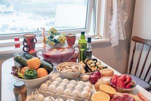 ingrediënt rauw voedsel met groenten en fruit voorbereiden om te koken foto