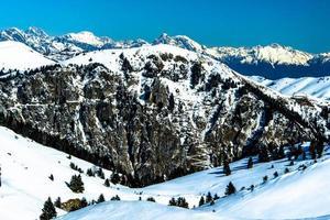 besneeuwde alpen vier foto