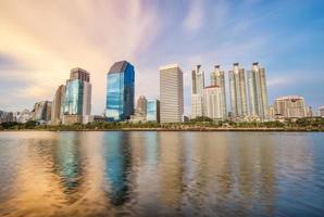 bangkok stadsgezicht bij zonsondergang foto