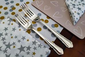 twee zilveren vorken foto