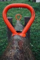 oude houten wip in de speeltuin foto