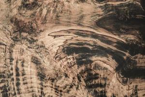 textuur van krullend hout bruine achtergrond en zwarte aderen behang foto