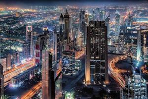 Dubai stad bij nacht foto