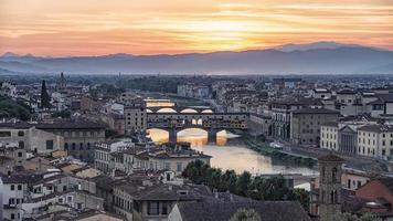 ponte vecchio brug in florence italië foto