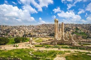 tempel van hercules op de citadel van amman in jordan foto