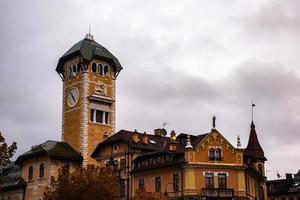 klokkentoren en stadhuis foto