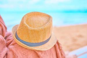 strooien hoed op een warme vrije dag foto