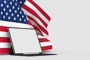 gelukkige 4 juli usa onafhankelijkheidsdag en tabletmodel met wuivende Amerikaanse nationale vlag foto