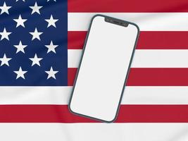 gelukkige 4 juli usa onafhankelijkheidsdag en smartphone mockup met wuivende Amerikaanse nationale vlag foto