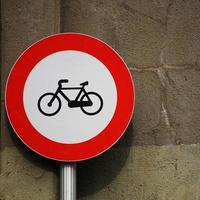 fiets verkeerslicht op straat foto