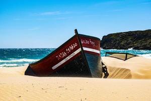 boot op zand foto