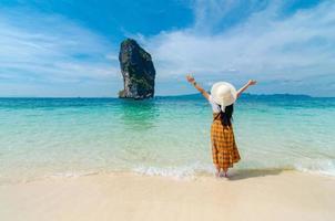 koh poda, vrouwen zijn blij, krabi thailand foto