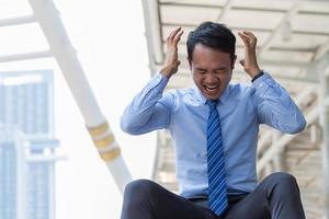 zakenman gestrest met werk foto