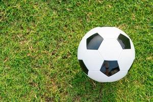 voetbal op het balveld foto