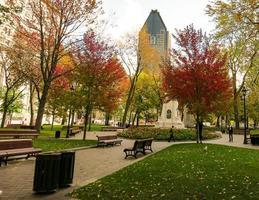een park in de stad montreal, quebec, canada foto