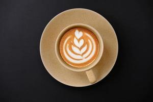 koffiekopje op tafel achtergrond en koffie in de ochtend foto