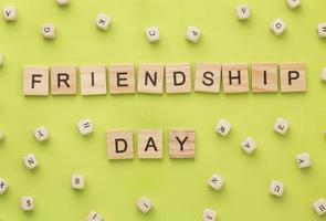 bovenaanzicht arrangement van stilleven vriendschap dag elementen foto