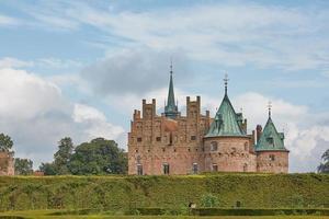 kasteel egeskov gelegen in het zuiden van het eiland funen in denemarken foto