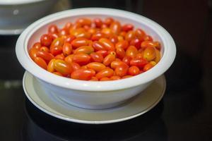 kom cherrytomaatjes foto