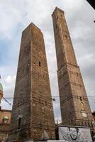 de Garisenda-torens in Bologna foto