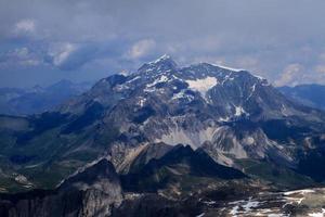 top van de alpen, tignes-gebied, bergen in de zomer foto