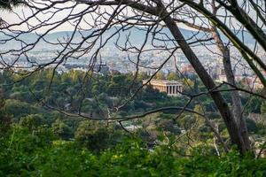 Athene stadsgezicht met tempel van hephaestus in de verte foto