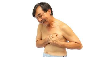 myocadiaal infarct ischemische hartziekte. oude oude Thaise man pijn op de borst angina pectoris foto
