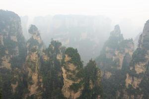nationaal park zhangjiajie tian zhi shan tianzi berg natuurreservaat en mist foto