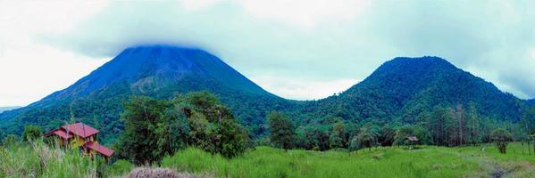 Arenal vulkaan in costa rica foto