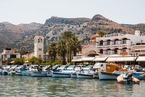 elounda, griekenland, 2021 - elounda-dok in griekenland foto