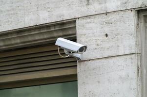 videobewakingscamera voor een bank foto